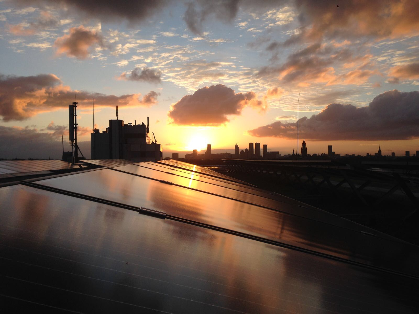 Zonnepanelen op World Forum Den Haag