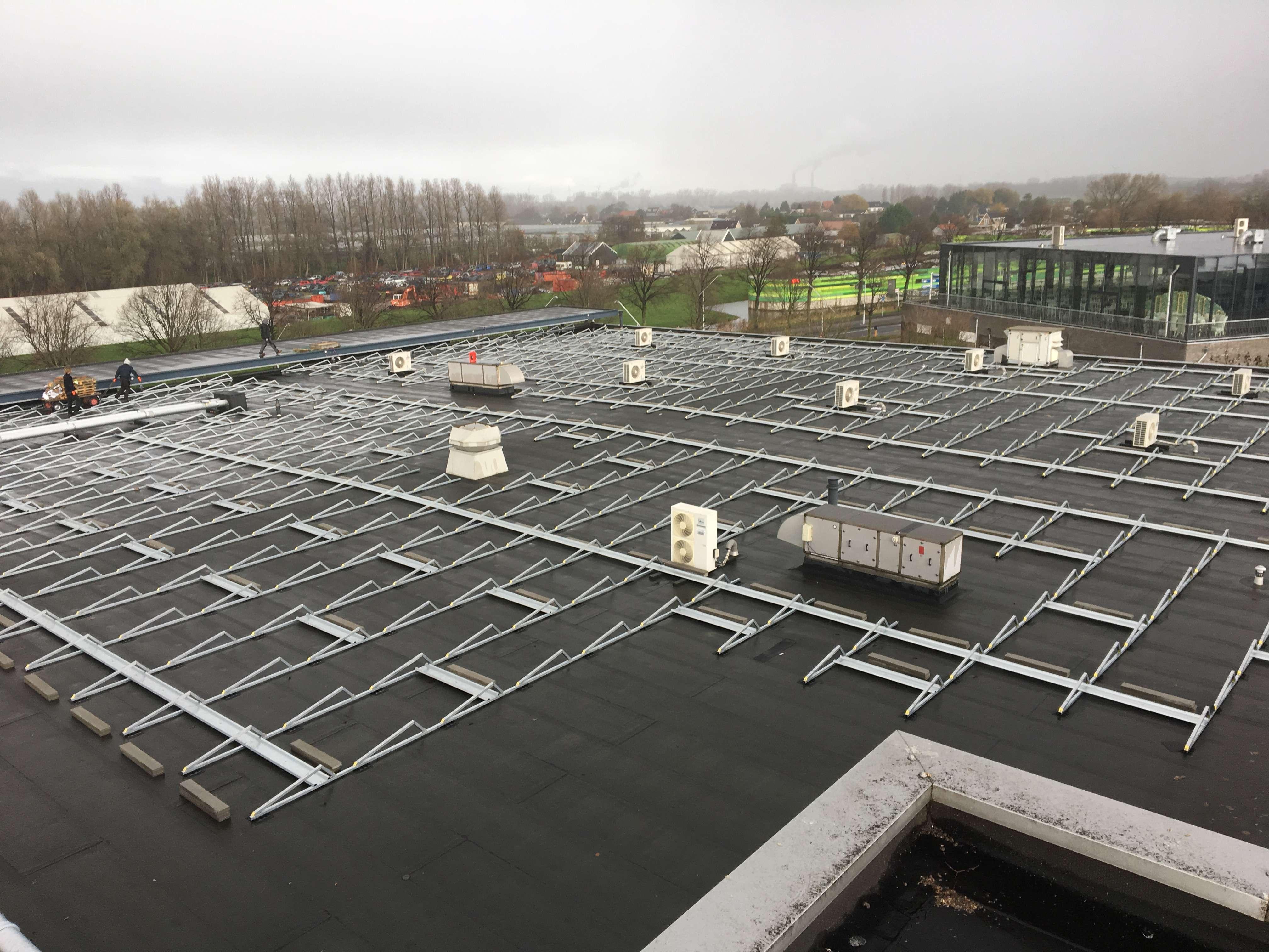 1600 zonnepanelen op winkelcentrum