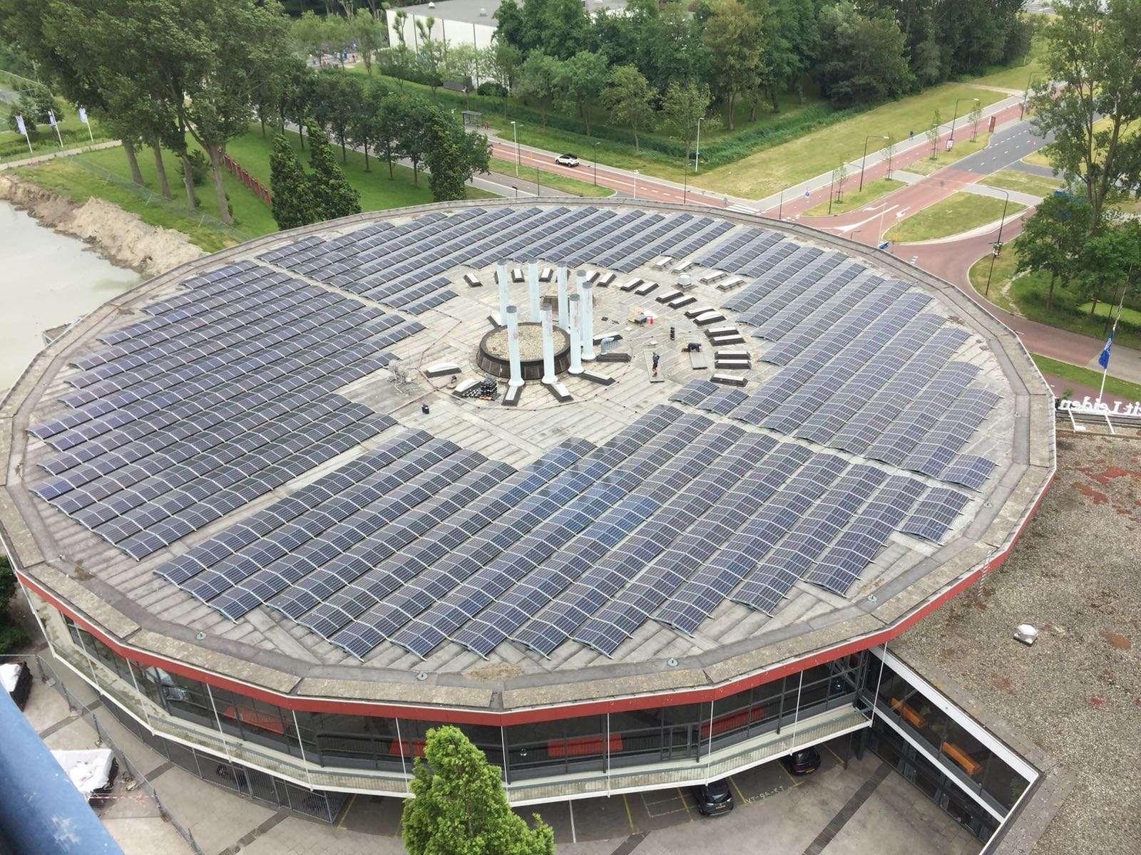 Zonnepanelen op de collegezalen van Universiteit Leiden